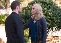 """The Originals -- """"Gonna Set Your Flag on Fire"""" -- Image Number: OR210b_0101.jpg -- Pictured (L-R): Joseph Morgan as Klaus and Leah Pipes as Cammie -- Photo: Bob Mahoney/The CW -- © 2015 The CW Network, LLC. All rights reserved."""