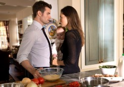 "The Originals — ""Gonna Set Your Flag on Fire"" — Image Number: OR210b_0191.jpg — Pictured (L-R): Daniel Gillies as Elijah and Phoebe Tonkin as Hayley — Photo: Bob Mahoney/The CW — © 2015 The CW Network, LLC. All rights reserved."